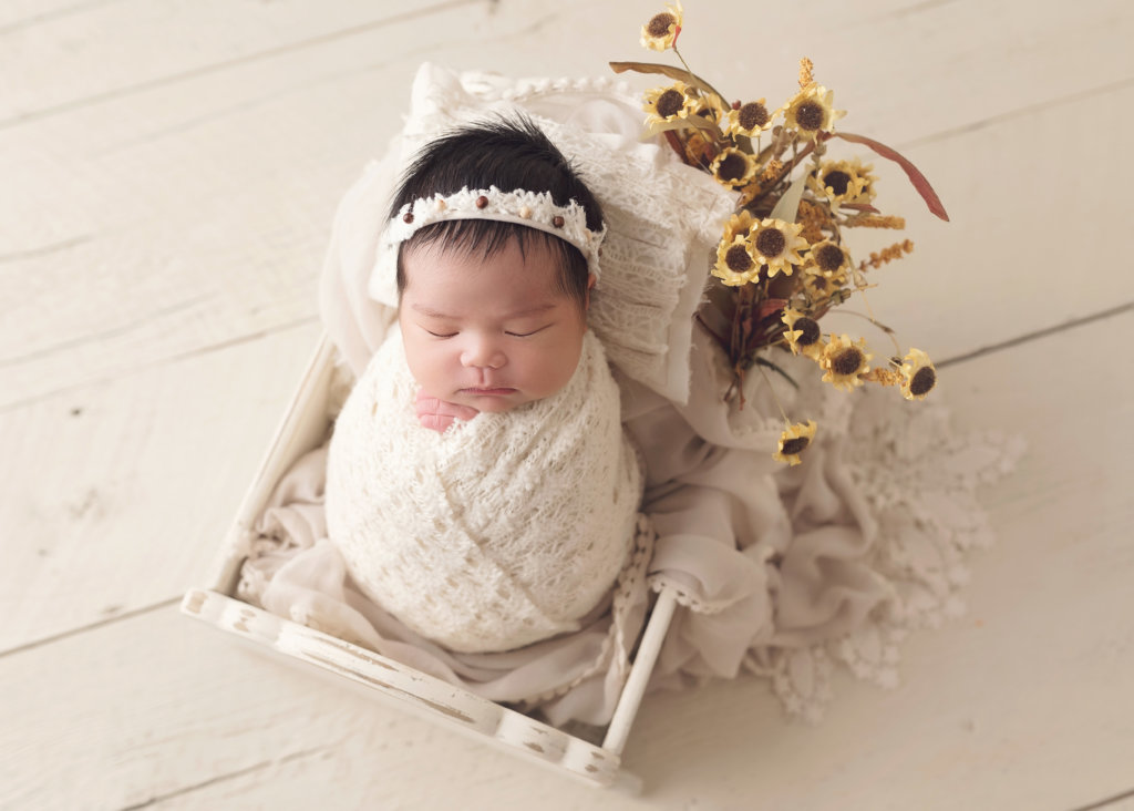 newborn, newborn girl, newborn with flowers