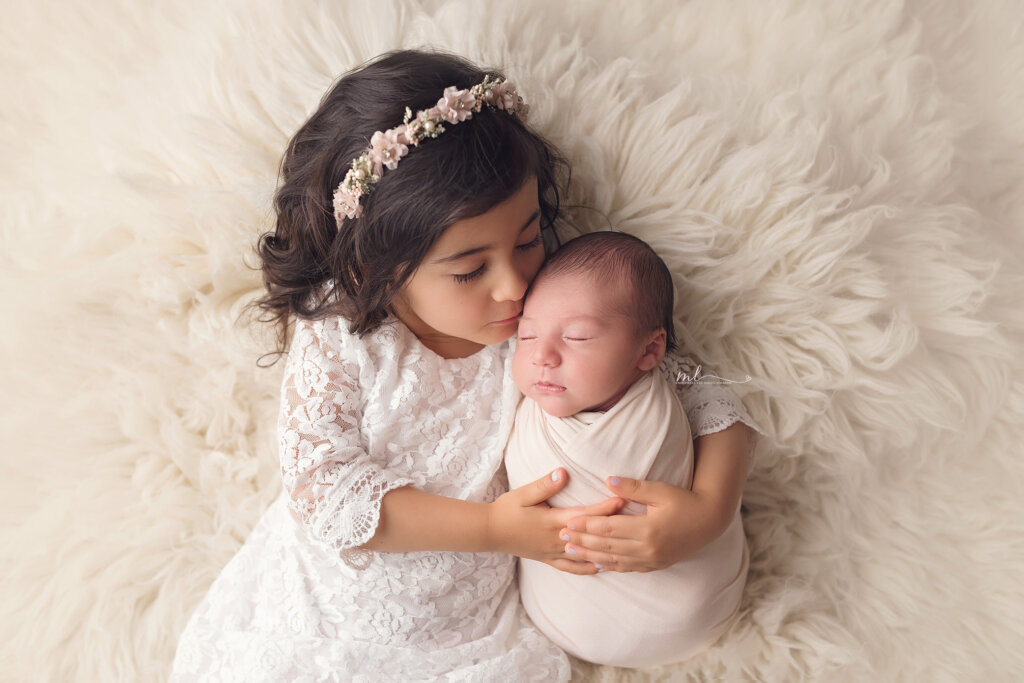 michelle lee photography, newborn posing, siblings, newborn with sibling, big sister, little brother, newborn